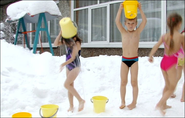 Icy outside showers for Siberian children