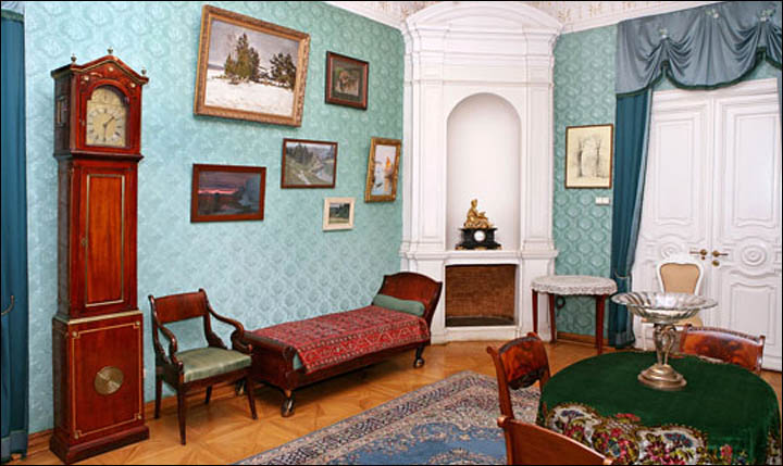 Inside Fedor Chaliapin house in Moscow