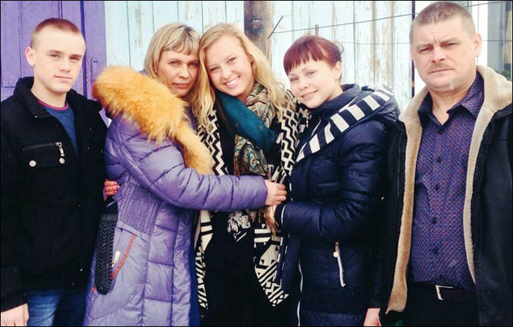 The most inspiring family picture of the year was of Jessica Long meeting her Siberian family.