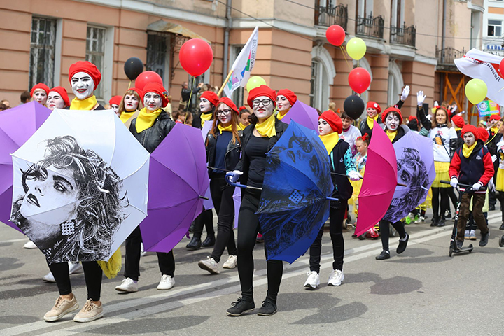 Flash of colour on grey day as Irkutsk celebrates one of Russia's few carnivals inspired by locals