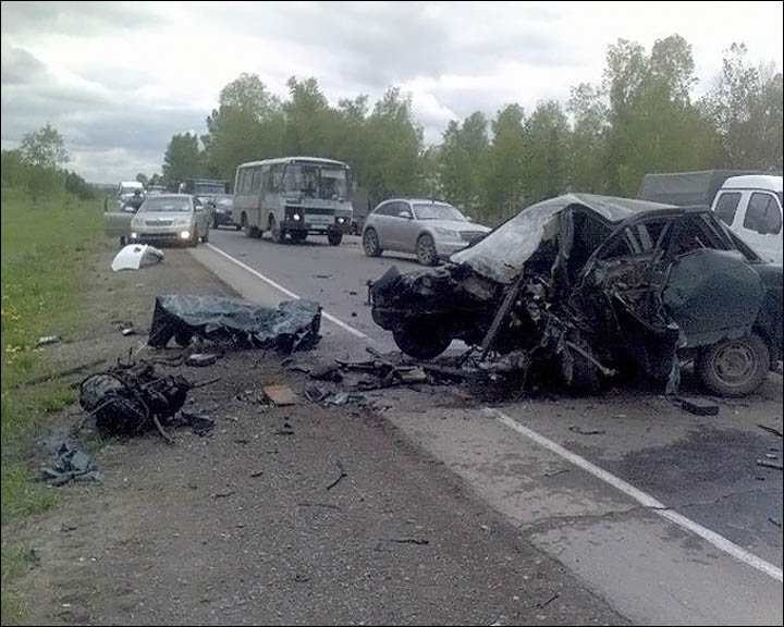 Smashed car on the road to Zelenograd